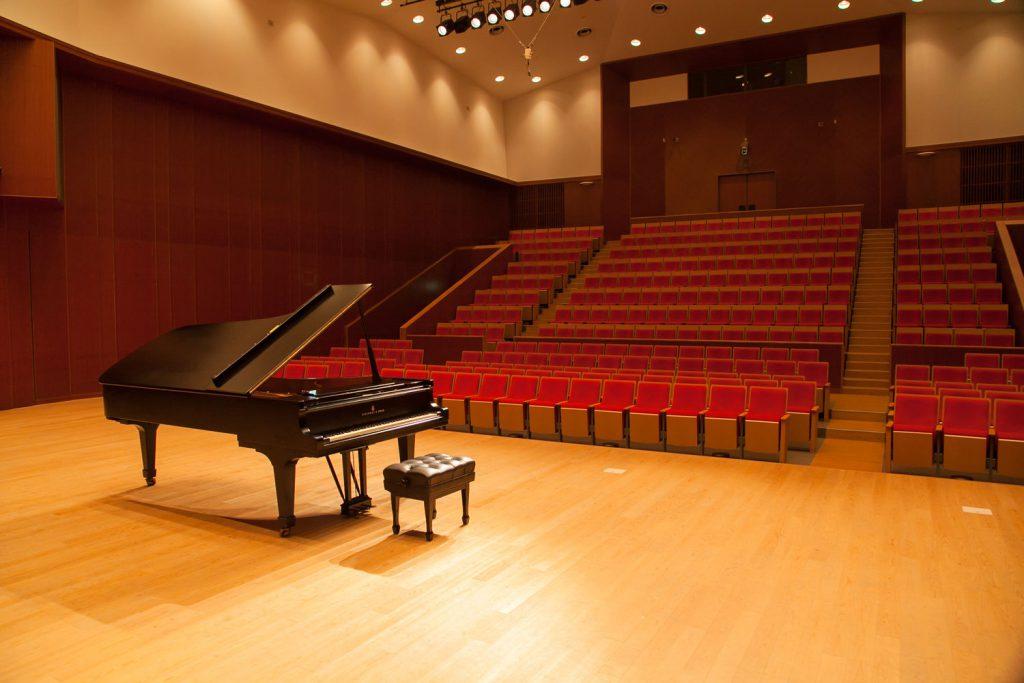 音楽ホールの内観全景(ステージより)の画像